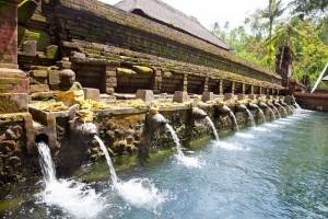 Đền suối thân Tirtha Empul Holy tại Indonesia