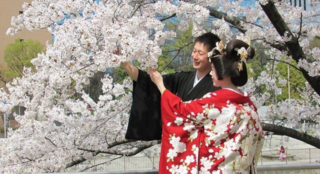 Kimono có hình hài như ngày nay kể từ những cuộc cách tân quan trọng vào thế ký 17 của giới đạo sĩ, du lịch nhật bản, du lịch nhật, tour nhật, tour nhật bản, du lịch hè, tour nước ngoài, tour châu á