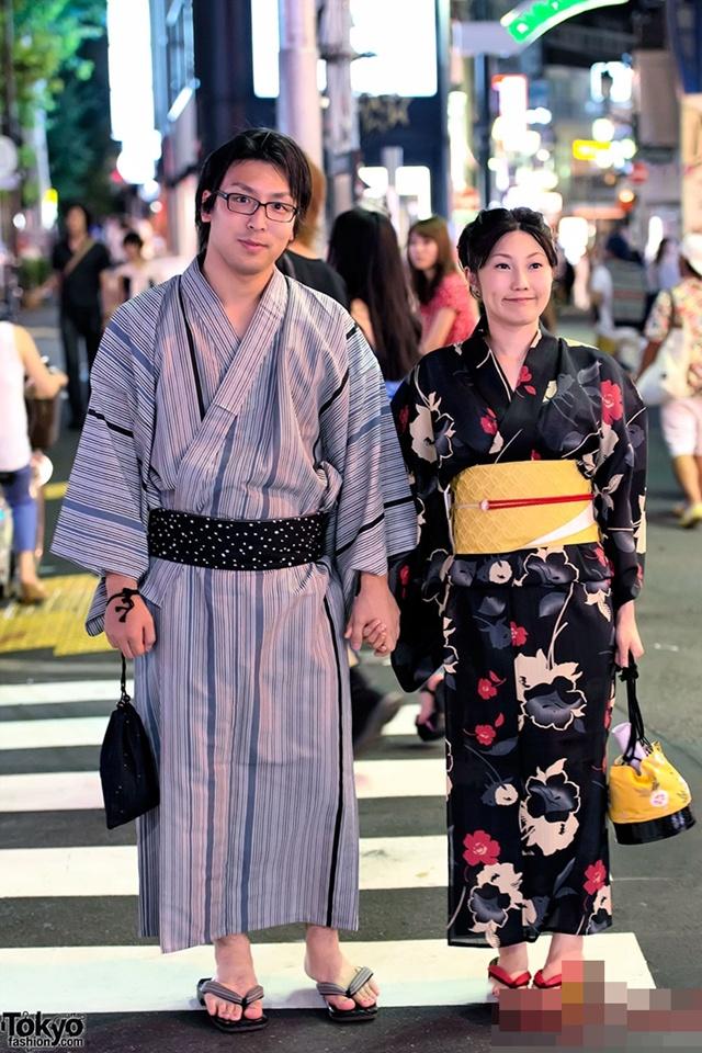 Kimono thường nhật được may vừa với người mặc, phụ nữ vải tươi sáng họa tiết đẹp mắt, nam giới vải màu trầm và họa tiết đơn giản hơn, du lịch nhật bản, du lịch nhật, tour nhật, tour nhật bản, du lịch hè, tour nước ngoài, tour châu á