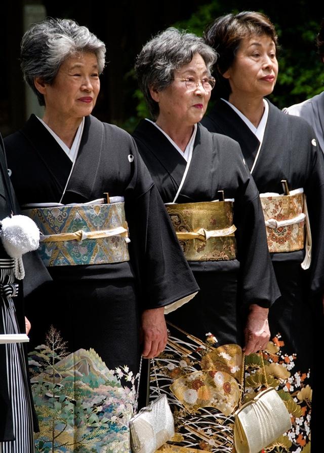 Kimono của phụ nữ đã có gia đình được đính gia huy nhà chồng, du lịch nhật bản, du lịch nhật, tour nhật, tour nhật bản, du lịch hè, tour nước ngoài, tour châu á