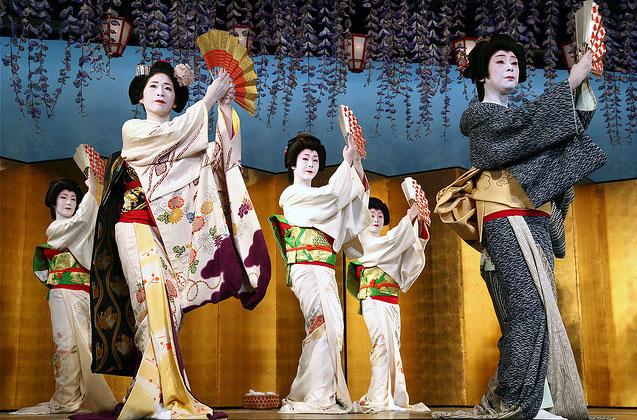 Đôi khi vung tiền cho geisha là cách để thể hiện sĩ diện của những kẻ giàu có, du lịch nhật bản, du lịch nhật, tour nhật, tour nhật bản, du lịch hè, tour nước ngoài, tour châu á