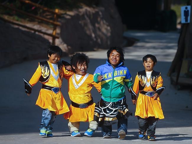Bù lại họ đượcMingjing cung cấp chỗ ăn ở miễn phí và trả lương., du lịch trung quốc, du lịch trung quốc giá rẻ, tour trung quốc, tour trung quốc giá rẻ