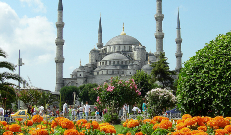 medium_blue_mosque_istanbul_tulips