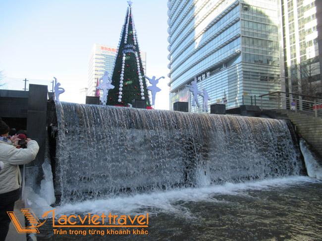Dòng suối Cheonggyecheon - Hàn Quốc