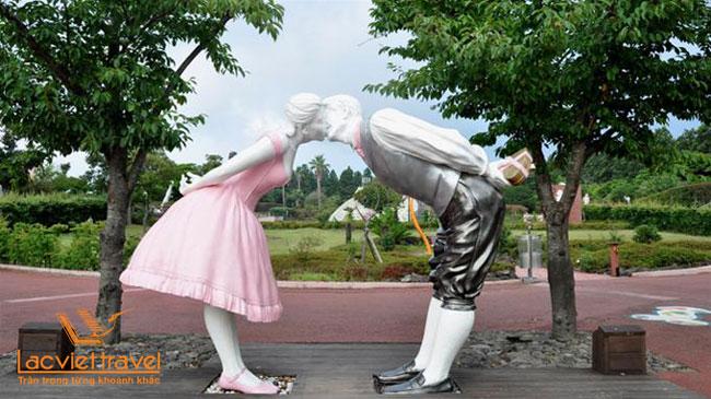Công viên tình yêu Love Land