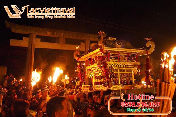 Bùng cháy trong sự cuồng nhiệt lễ hội lửa Kurama