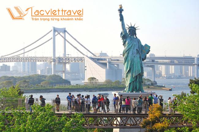 Cần gì phải tới Mỹ, du lịch Nhật Bản thỏa ngay mơ ước ngắm tượng Nữ Thần Tự Do