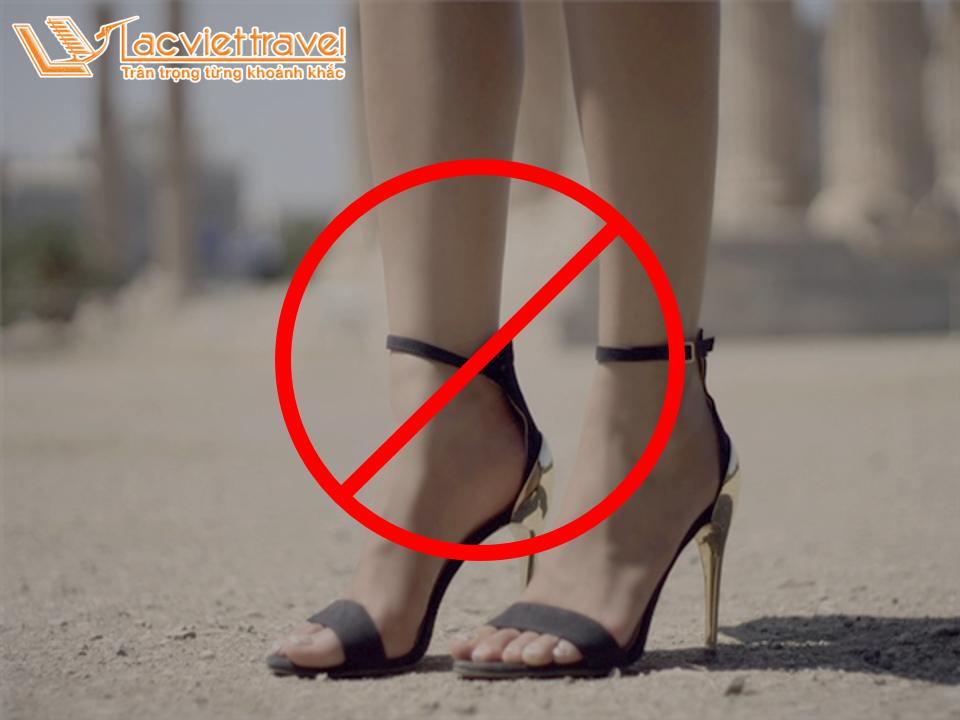 Kinh nghiệm du lịch nước ngoài Hy Lạp cấm giày cao gót
